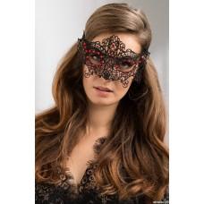 Черная кружевная маска с красными стразами